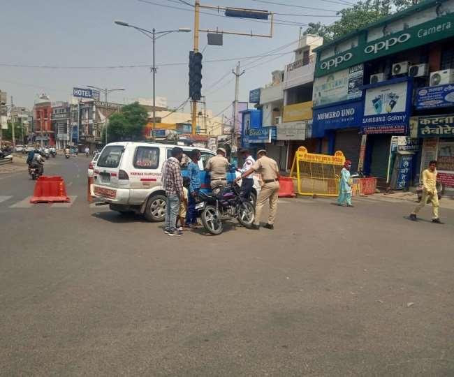 ज्यादातर जगहों पर लॉकडाउन का असर दिखा। बाहर निकलने वाले पुलिस के सामने बहाने बनाते दिखे।