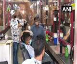 UNLOCK-1: दिल्ली के गोल मार्केट में दो महीने बाद फिर से खुली सैलून की दुकानें