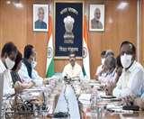 शिक्षा मंत्री की विभिन्न विश्वविद्यालयों के कुलपतियों के साथ सामूहिक तौर पर यह पहली औपचारिक बैठक थी।
