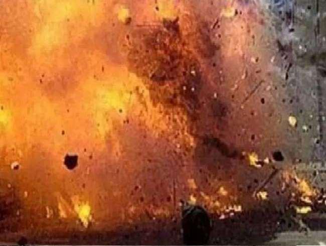 काबुल की एक मस्जिद में हुए धमाके में कई नागरिकों के मारे जाने की जानकारी सामने आ रही है।