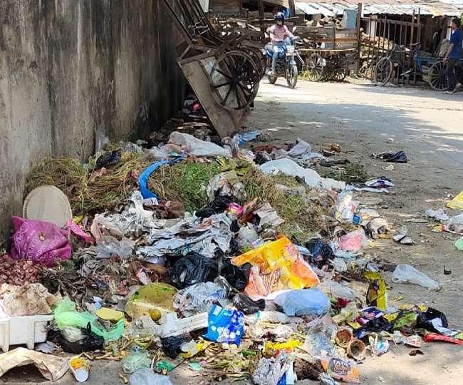 पानीपत के सेक्टर 25 में कचरा ना उठाने से लोग परेशान।
