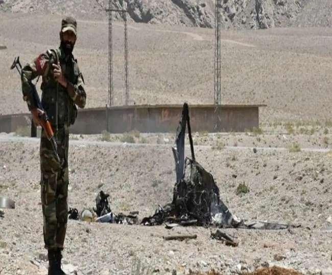 आतंकियों ने पाकिस्तानी सैनिकों के वाहनों पर हमला किया
