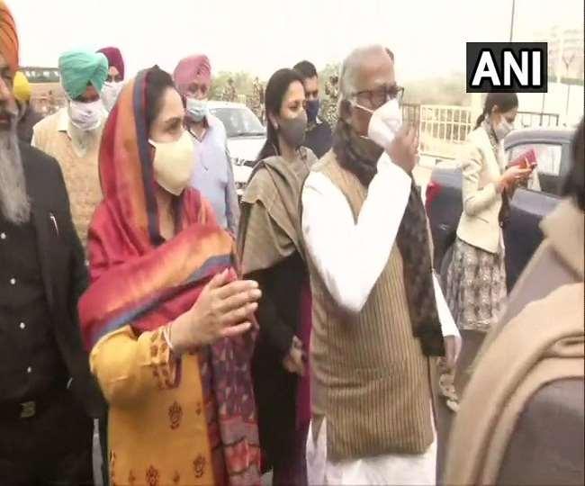 गाजीपुर सीमा पर किसानों से मिलने गए विपक्षी नेताओं को पुलिस ने रोका, हरसिमरत कौर ने कही ये बात