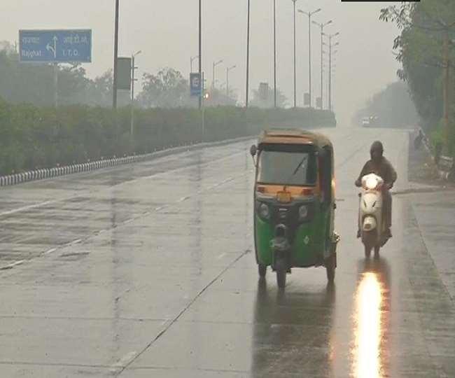 दिल्ली एनसीआर में आज सुबह हल्की बारिश हुई (फोटो एएनआई)