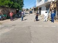 दूसरे गांवों की ओर जाने वाले मार्गो पर ग्राम पंचायत ने लगाया ठीकरी पहरा