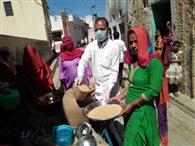 ग्यारह गांवों में जरूरतमंद परिवार के लोगों को राशन वितरित