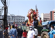महादशमी पूजन के बाद मां दुर्गा की प्रतिमा का विसर्जन