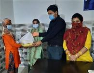 गरीब परिवारों को बांटा यूथ कांग्रेस प्रधान ने राशन