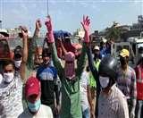 पूर्व पार्षद पर कार्रवाई की मांग को लेकर सफाईकर्मियों ने की हड़ताल