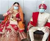 Corona virus का शादियों पर भी असर, दुल्हा-दुल्हन ने मास्क पहनकर लिए फेरे