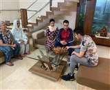 Jalandhar Under Curfew: किसी का घर बना ऑफिस, कोई परिवार संग बिता रहा दिन