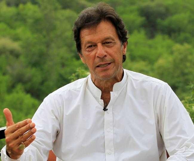 पाकिस्तान के प्रधानमंत्री इमरान खान ने ईवीएम के इस्तेमाल की पैरवी की है।