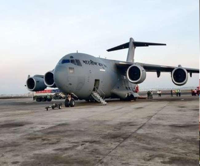 यूके से 450 ऑक्सीजन सिलेंडर लेकर तमिलनाडु पहुंचा भारतीय वायु सेना का विमान