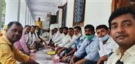 तालाबंदी के साथ शिक्षकों का धरना तीसरे दिन भी जारी