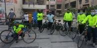 क्लब के सदस्यों ने शारीरिक दूरी का पालन कर चलाई साइकिल