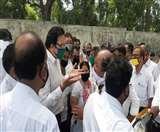 जमशेदपुर कोर्ट परिसर में अधिवक्ताओं का हंगामा, बैठने की जगह नहीं मिलने से नाराजगी Jamshedpur News