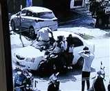 कार रोकने का इशारा किया तो लूट के आरोपित ने पुलिसकर्मी को बोनट पर 100 मीटर घसीटा