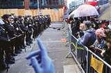 Protests: अश्वेतों केउग्र प्रदर्शनों और कोरोना वायरस के संक्रमण ने अमेरिका को सतहपर लाकर रखदिया
