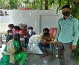 दो दिन से नहीं मिला खाना; जल्द घर पहुंचाए प्रशासन, श्रमिकों ने सुनाया दुखड़ा