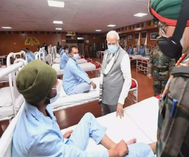 सैनिकों के इलाज पर प्रश्न उठाने वालों को भारतीय सेना का जवाब, कहा- यह बेहद दुर्भाग्यपूर्ण - दैनिक जागरण (Dainik Jagran)