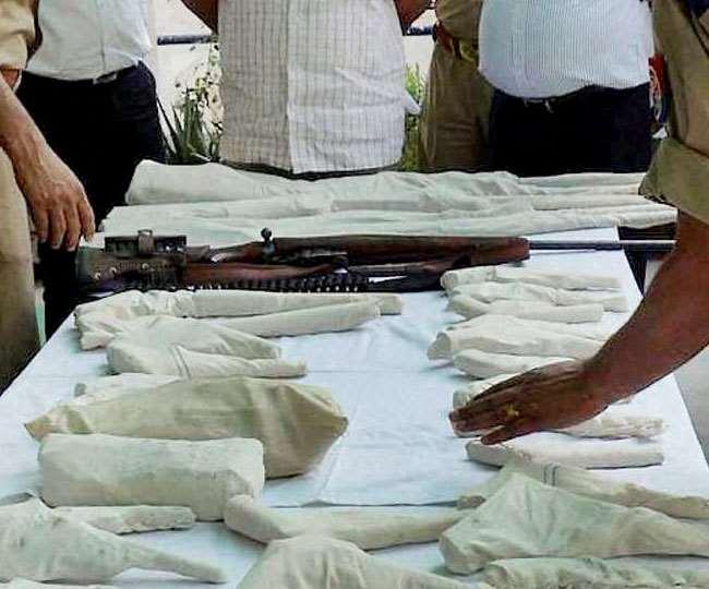 क्राइम ब्रांच व बिसरख कोतवाली पुलिस ने अवैध हथियारों की आपूर्ति करने वाले गिरोह का भंडाफोड़ किया है।