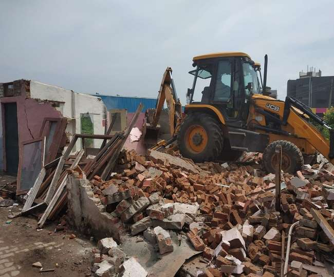 Aravali, Faridabad House Demolition: अरावली की गोद में बसे महालक्ष्मी डेरा में तोड़फोड़ शुरू