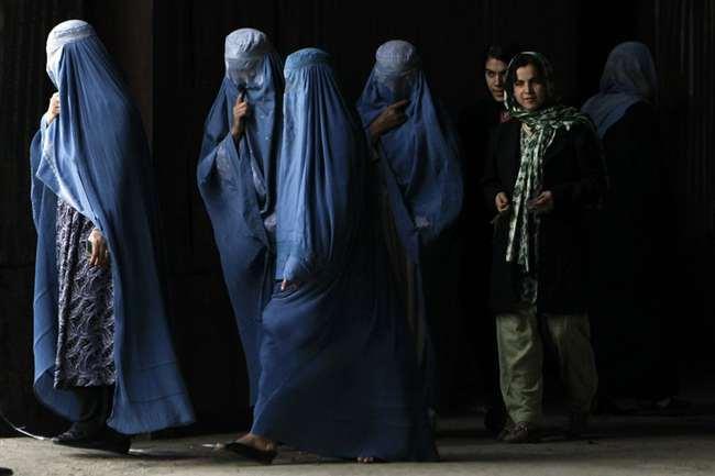तालिबान शासन में महिलाएं पहनेंगी हिजाब, कहा- हमारी संस्कृति में दखल न दे US।
