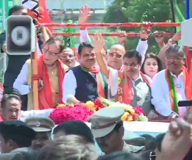 Image result for नागपुर में CM देवेंद्र फडणवीस का रोड शो शुरू