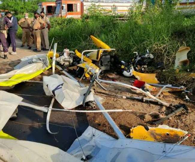 कोच्चि में ग्लाइडर के दुर्घटनाग्रस्त होने से नौसेना के दो कर्मियों की मौत।