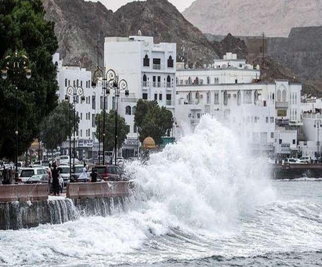 खाड़ी देशों में साइक्लोन शाहीन का कहर, अब तक 11 लोगों की मौत