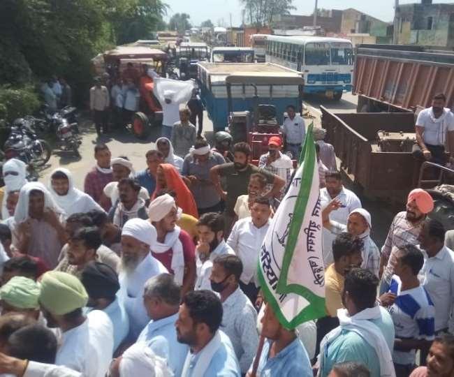 करनाल में किसानों के विरोध प्रदर्शन की वजह से रोड जाम।