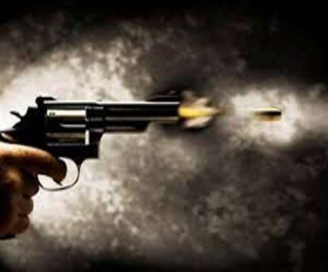 जवाबी कार्रवाई में बदमाश के पैर में लगी गोली
