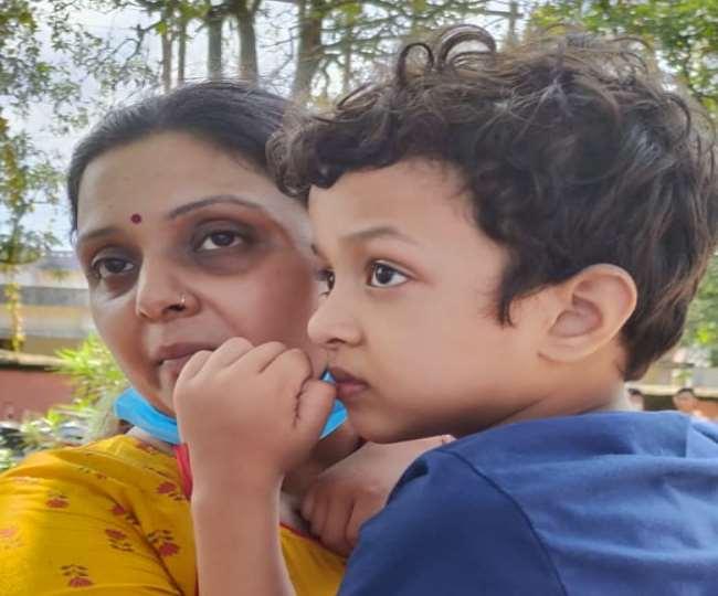 मनीष की पत्नी मीनाक्षी अपने बेटे के साथ। - फाइल फोटो