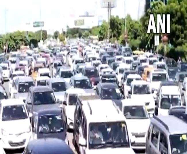 किसान की मौत के बाद दिल्ली-एनसीआर में भी ट्रैफिक बुरी तरह से प्रभावित रहा।