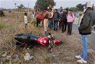 खंभे से टकरायी बाइक, एक की मौत