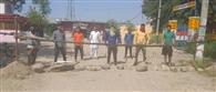 गांव नंगलभूर के युवकों ने मुख्य रास्ता किया बंद