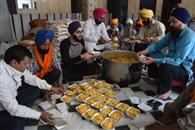 शहर में विभिन्न संगठनों ने जरूरतमंदों तक पहुंचाई खाद्य सामग्री