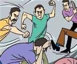 Curfew के दौरान नाके पर तैनात पुलिस मुलाजिम को डंडों से पीटा, फाड़ी वर्दी