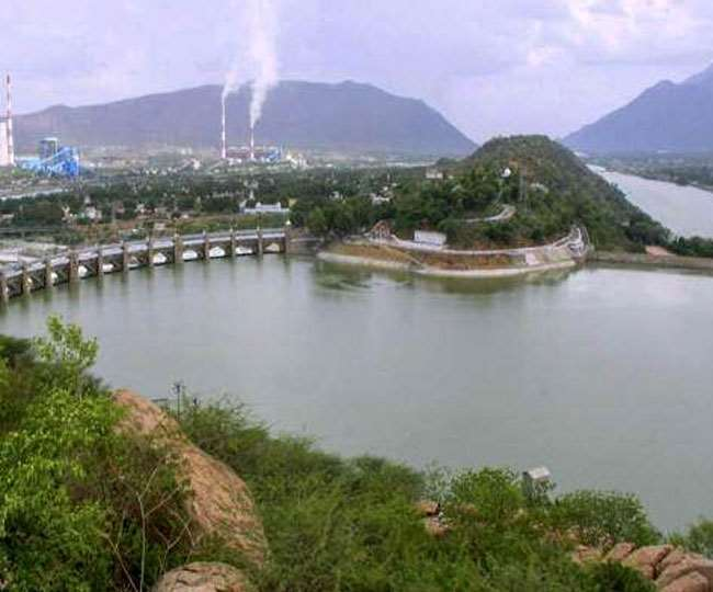 Water Problem, Jharkhand News औद्योगिक क्षेत्रों में अभी तक सरकारी स्तर पर जलापूर्ति का प्रबंध नहीं है।
