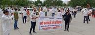 सरकारी विभागों को प्राइवेट हाथों में बेचने के विरोध में सर्व कर्मचारी संघ के सदस्यों ने किया प्रदर्शन