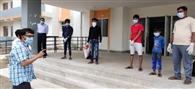 चार दिन में कोरोना को मात दे दो पुत्रों समेत घर लौटा प्रवासी मजदूर