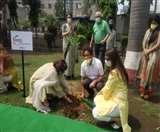World Environment Day: केजे फोर्जिंग अाैर फिक्की फ्लो ने फोकल प्वाइंट के पार्क में लगाए पौधे