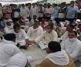 मुजफ्फरनगर में दस लाख की आर्थिक मदद की घोषणा के बाद किसान का अंतिम संस्कार, डीएम ने दिए जांच के आदेश Muzaffarnagar News