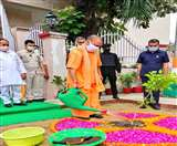 CM Yogi Adityanath Birthday: CM योगी आदित्यनाथ ने जन्मदिन पर लगाया पौधा, PM मोदी ने फोन पर दी बधाई