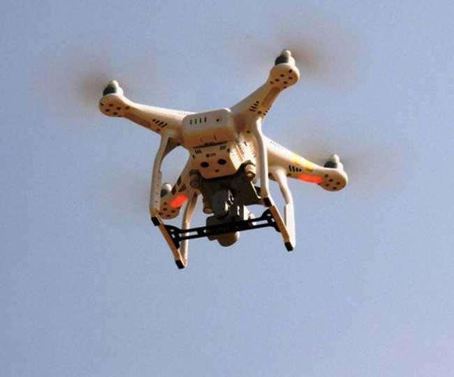 2019 में सुरक्षाकर्मियों ने पाकिस्तान से 167 ड्रोन और 2020 में 77 ड्रोन देखे जाने की जानकारी दी।