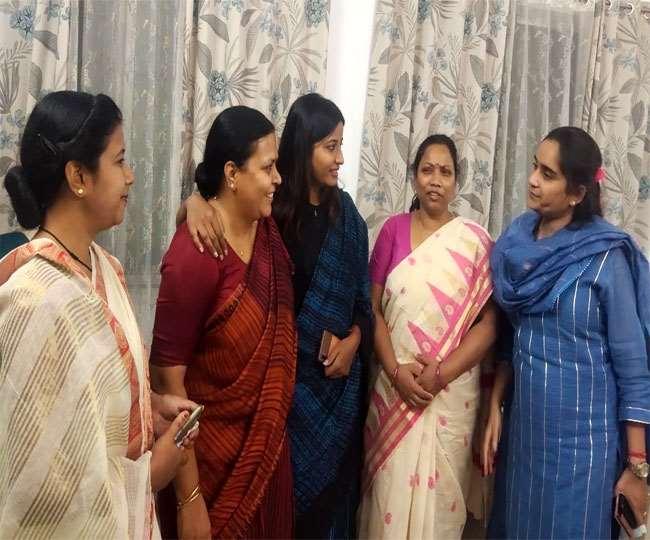 Jharkhand News, Political Updates कांग्रेस विधायकों का अलग-अलग प्रेशर समूह है जो अपनी शिकायतों को लेकर गुहार लगाता है।