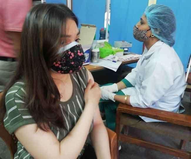 देश में कोरोना टीकाकरण लगातार जारी।(फोटो: दैनिक जागरण)