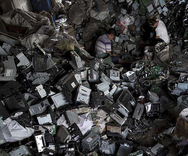 ई-कचरा के संग्रह और सुरक्षित निपटान की जिम्मेदारी ब्रांड मालिक की है।