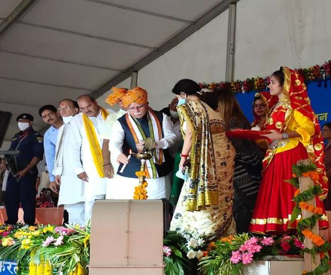 मीरपुर स्थित इंदिरा गांधी विश्वविद्यालय में विभिन्न विकास परियोजनाओं का शिलान्यास करने पहुंचे मुख्यमंत्री मनोहर लाल