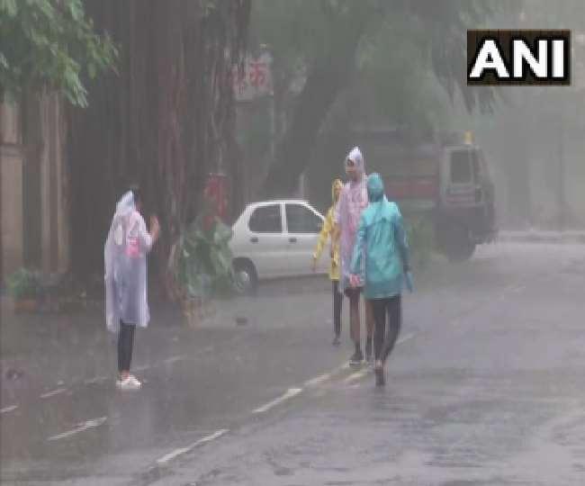 मुंबई में शुरू हुई बारिश तो दिल्ली-एनसीआर में भी अलर्ट, जानें यूपी-बिहार का हाल